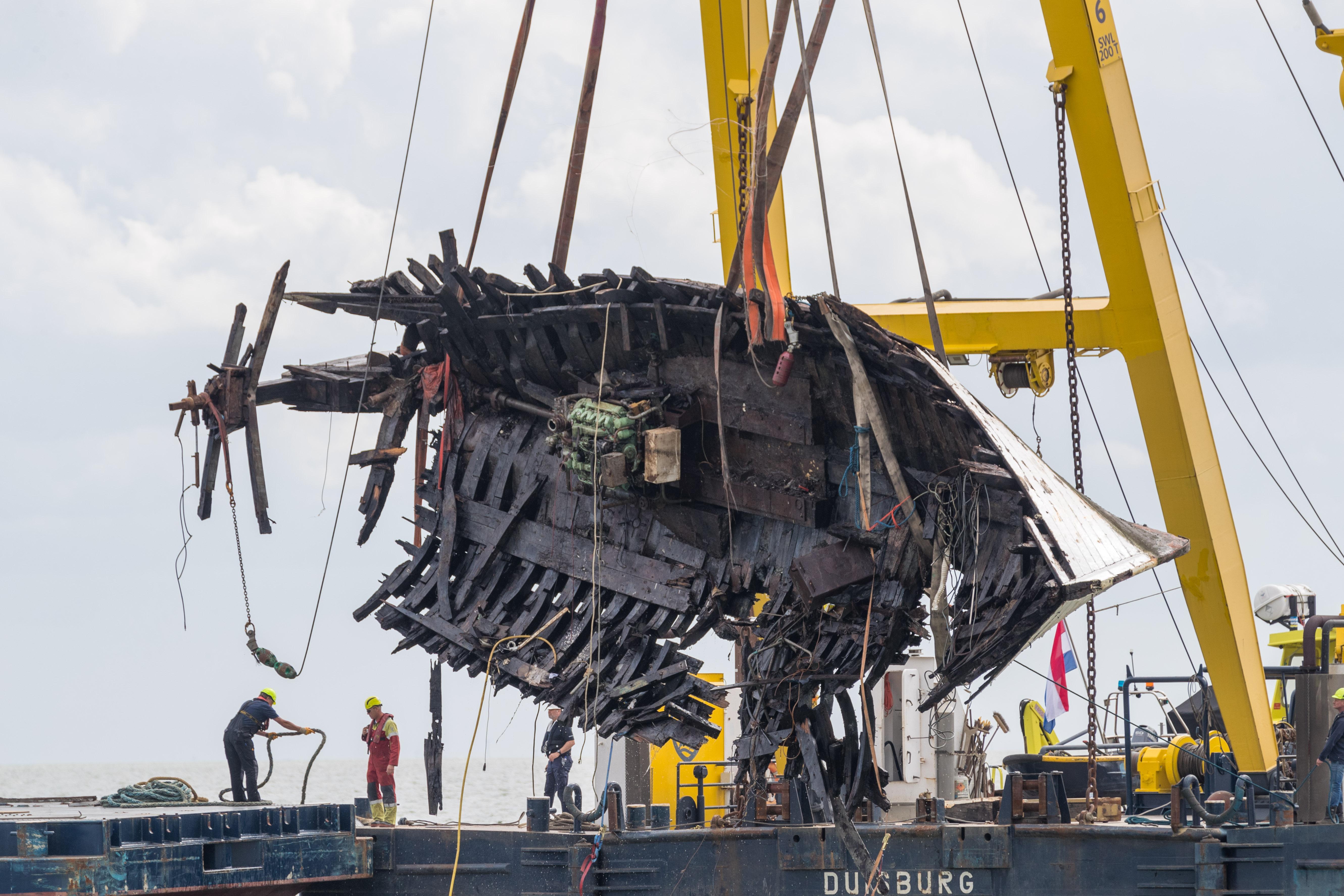 Bergingsoperatie vergane haringkotter Broeder Isidoor geslaagd, dorp Wijdenes hielp met ruimen wrakstukken, maar conclusie is duidelijk: 'Dit schip was niet zeewaardig!'