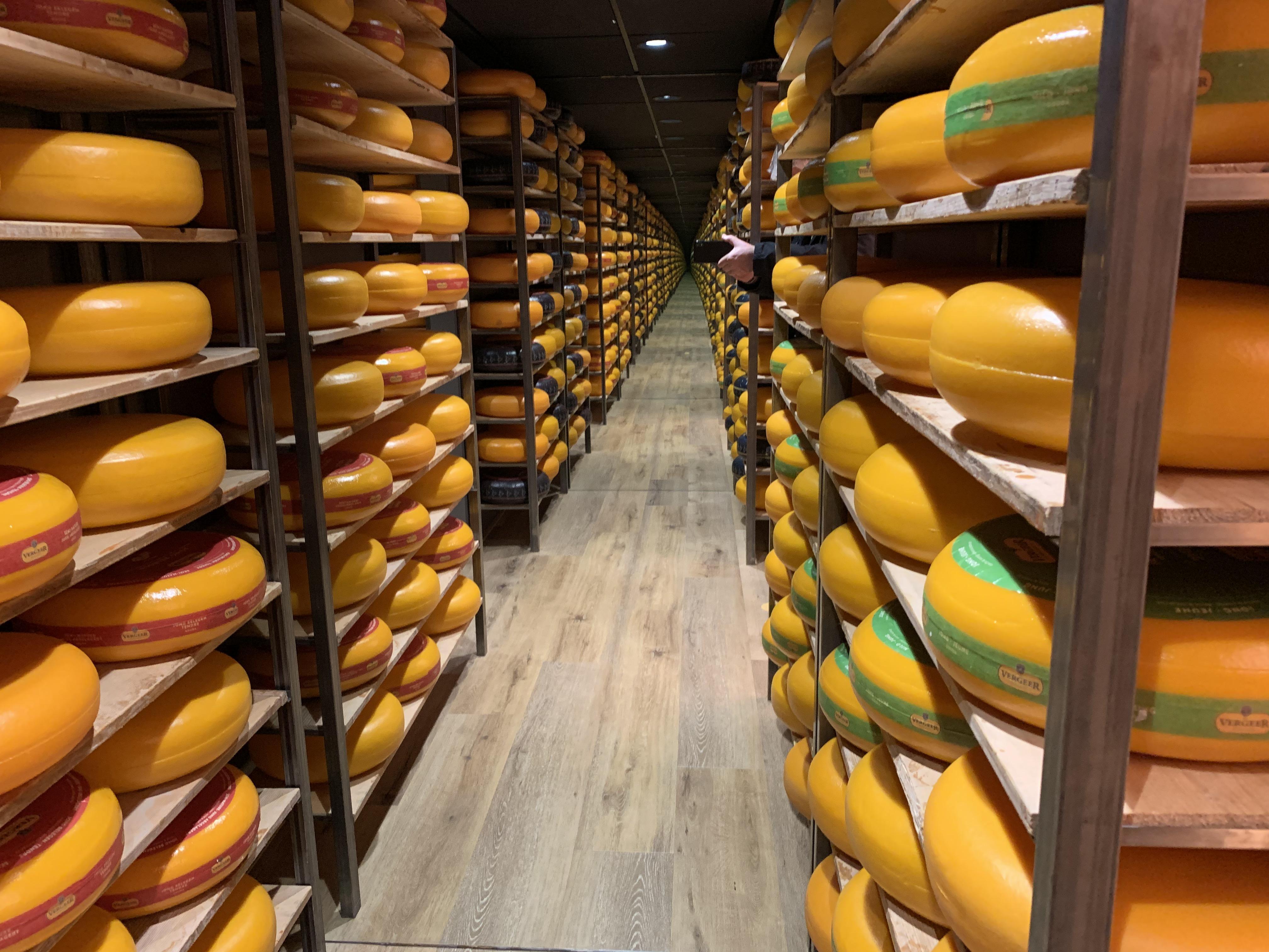 Blokjes kaas, glaasje melk, fashionshoot: de enige betalende klanten maken nog eens wat mee