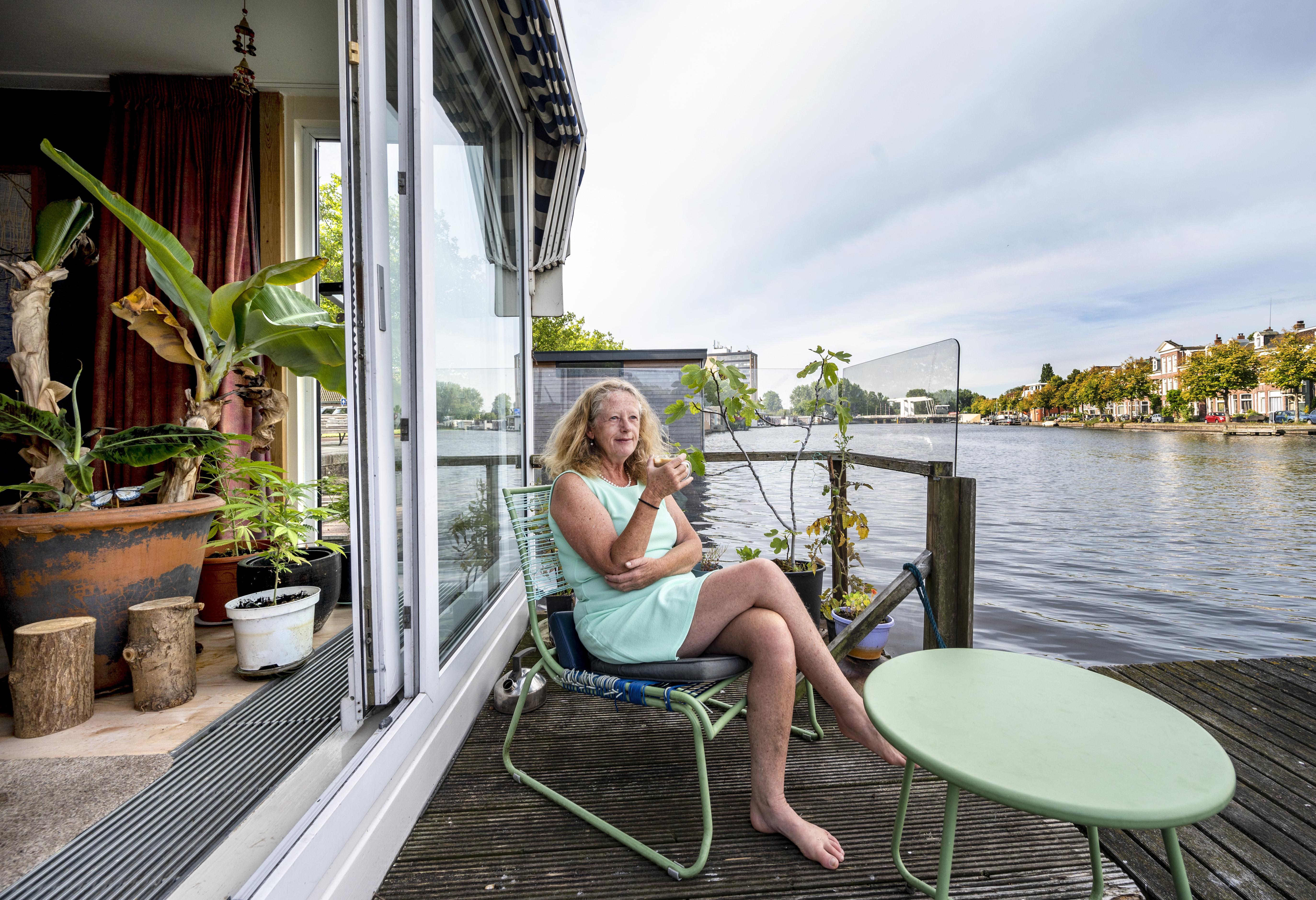 Het water wiegt je in slaap op het Spaarne: een bed and breakfast van een vrolijke dame