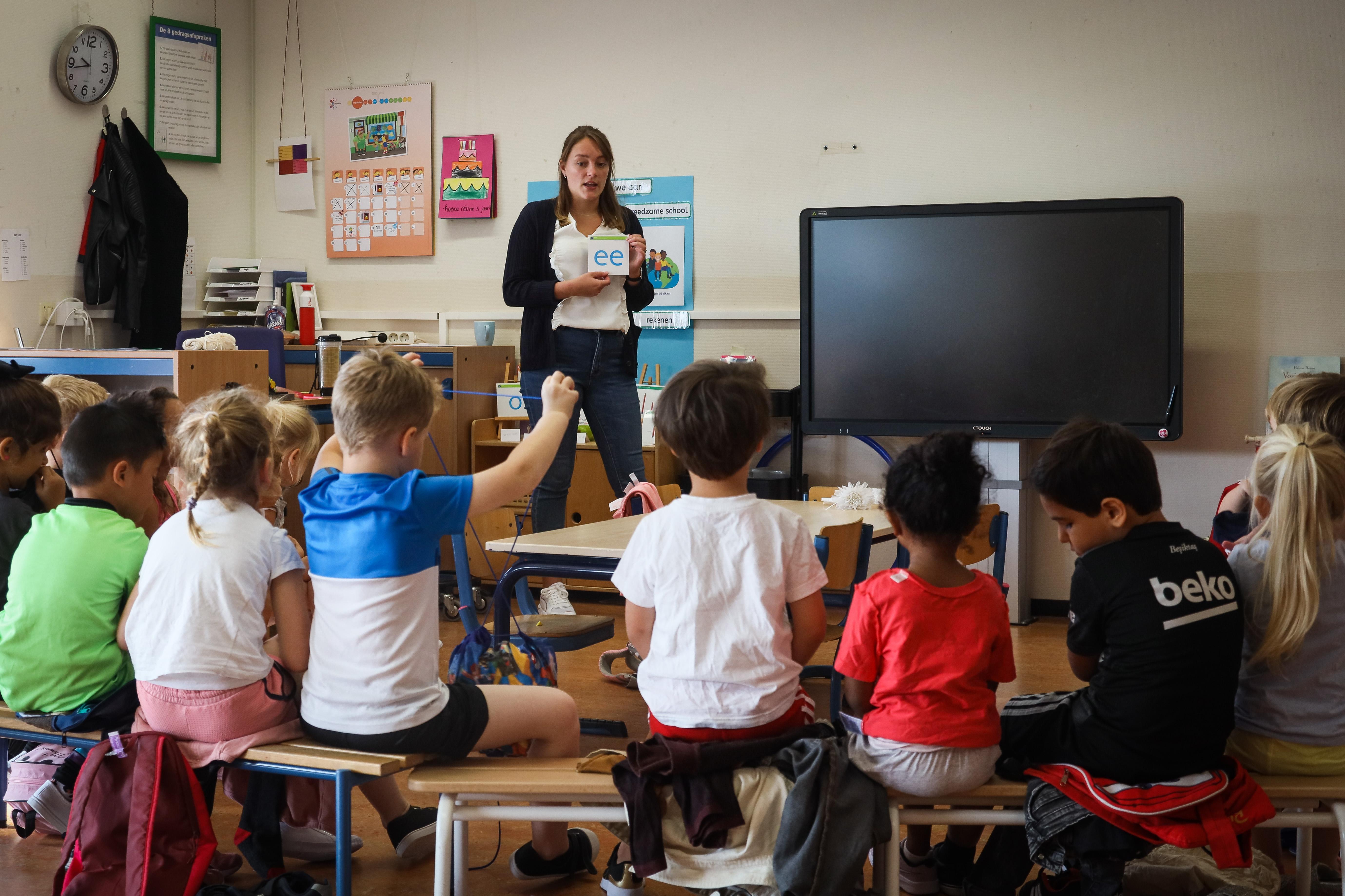 Directeur Hoornse basisschool maakt zich ernstig zorgen om onderwijs in coronatijd: 'Kinderen maken niet de gewenste groei door'