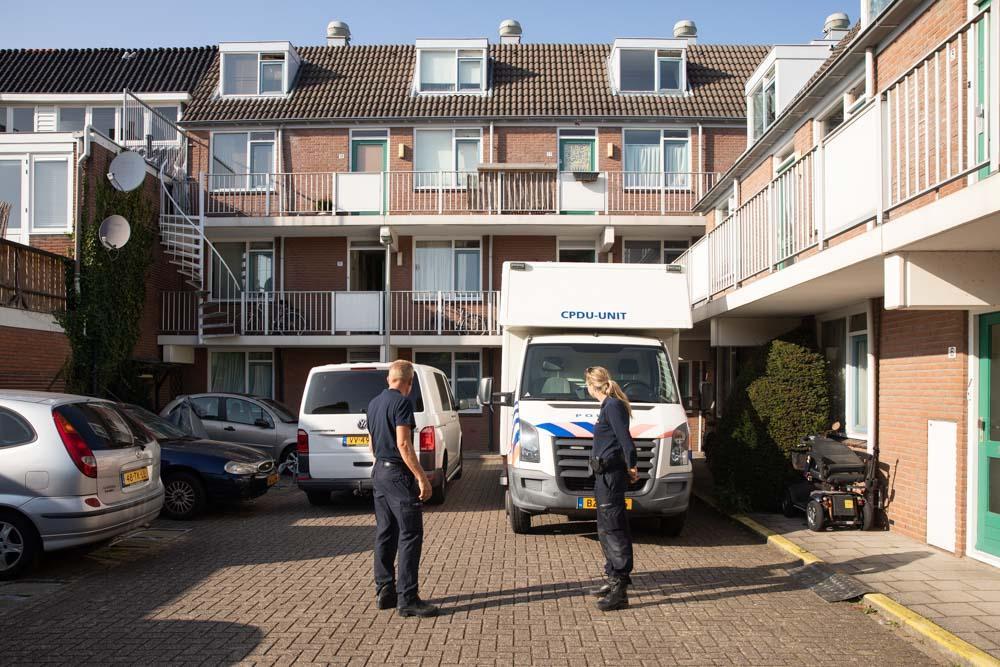Politie bevestigt moord op vrouw in Bussums hofje en aanhouding 41-jarige verdachte; onderzoek in volle gang; getuigen gezocht