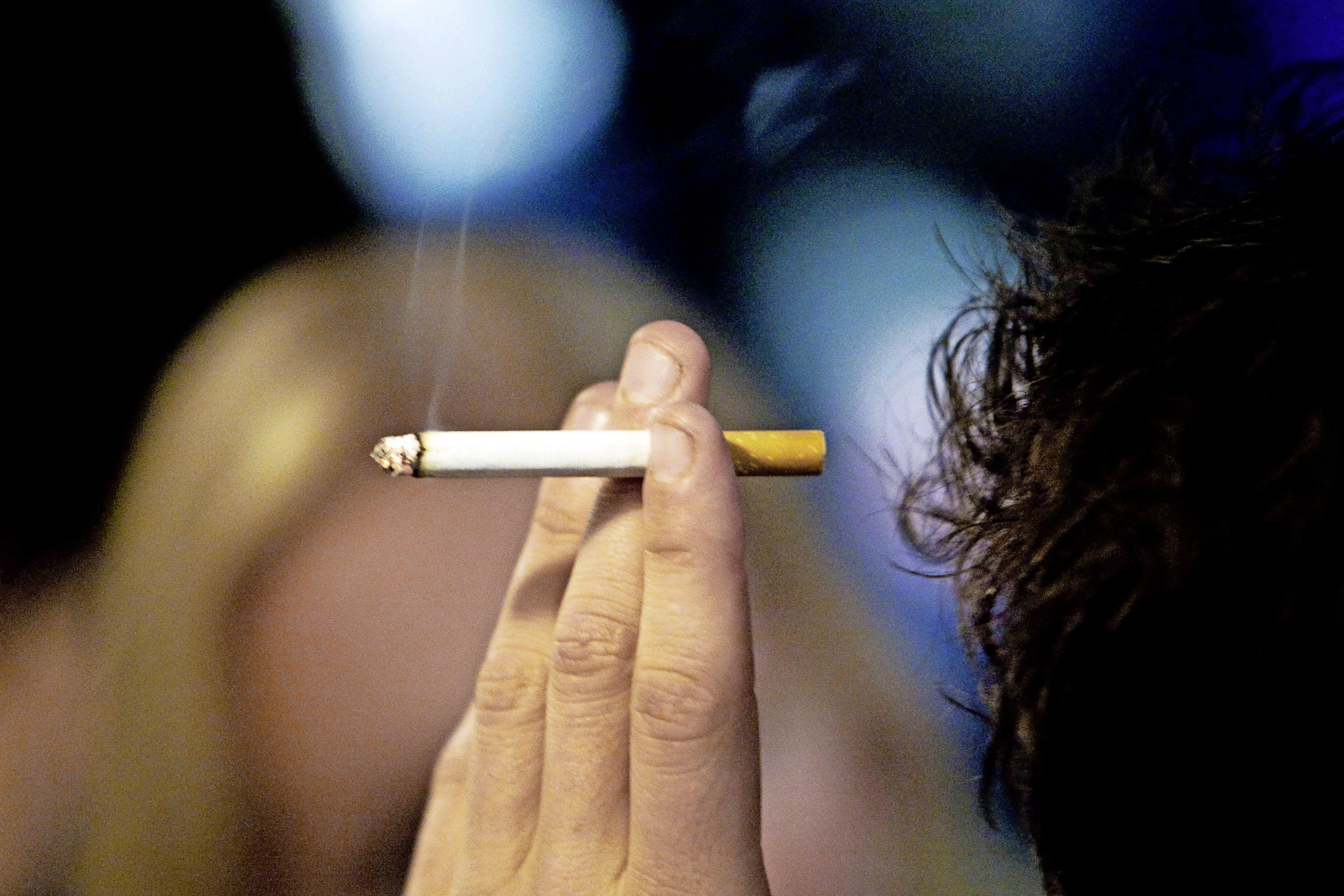 'Als je wilt roken ga je maar een stukje lopen': rokende ambtenaren in Hoofddorp worden ontmoedigd