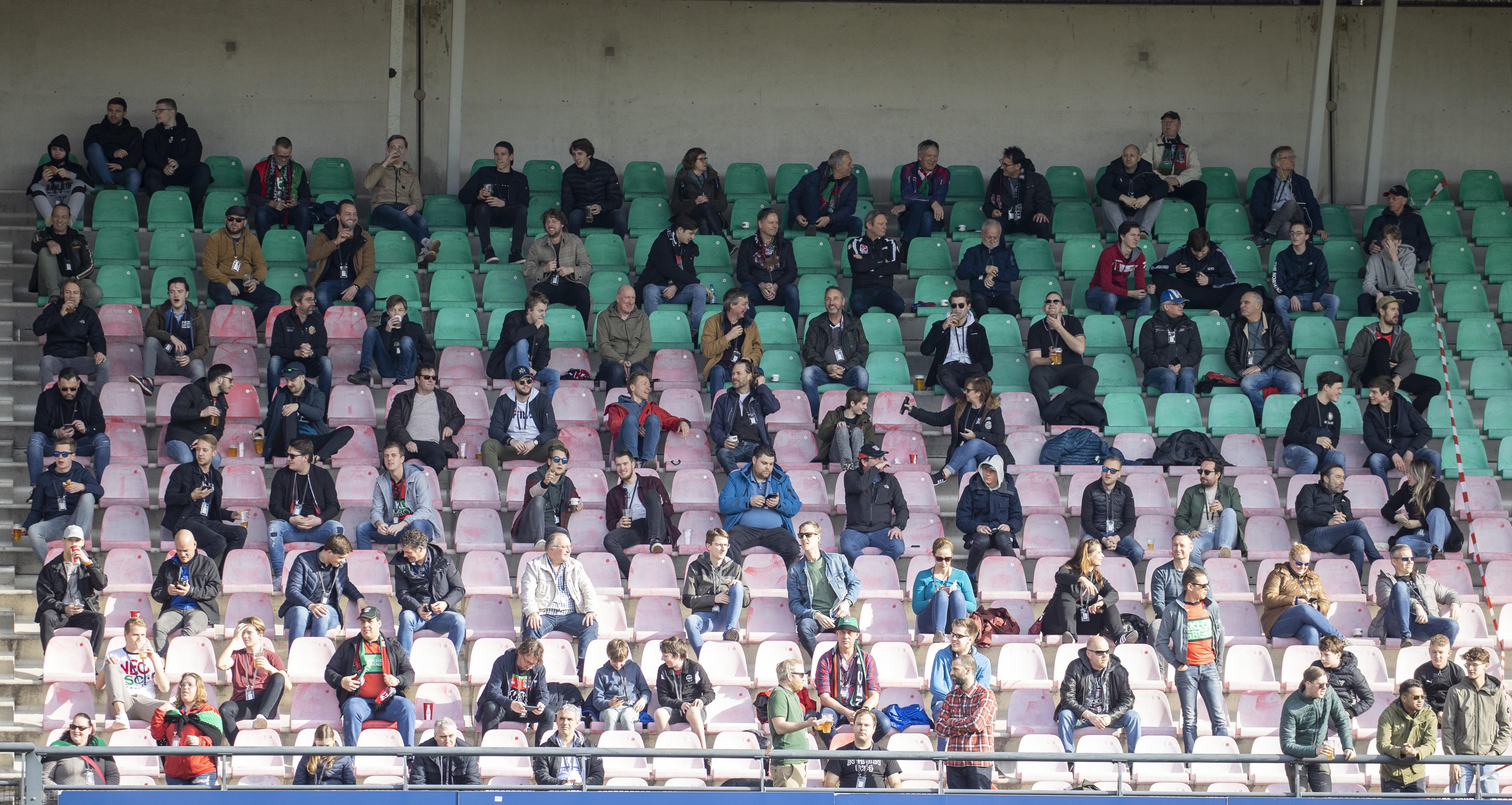 Het hart van de Wognumse televisiecommentator Sjors Blaauw maakte een sprongetje: dit zag hij gebeuren tijdens de testvoetbalwedstrijd met publiek [video]