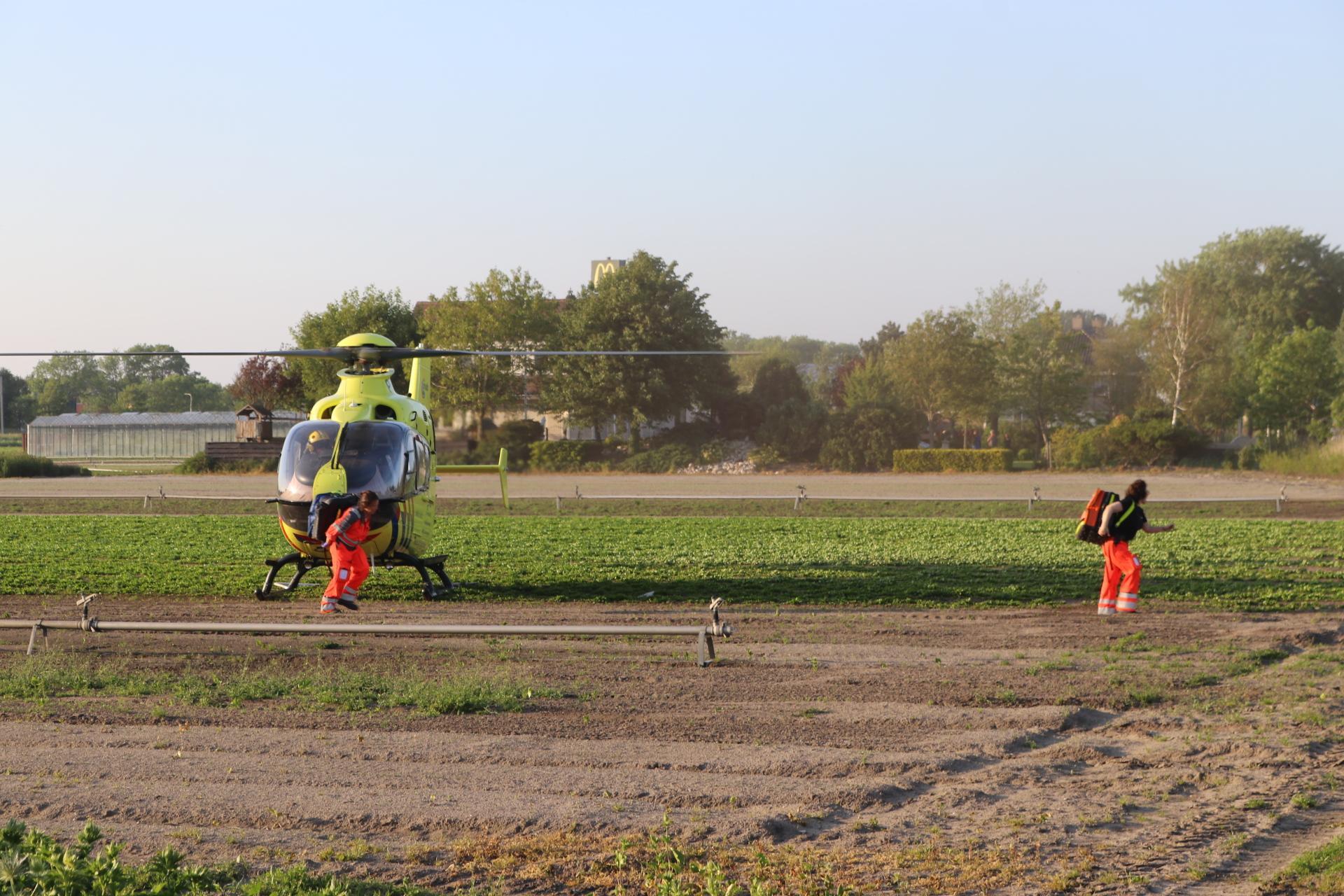 Scooterrijder zwaargewond bij ongeluk in Warmond, traumahelikopter ingezet