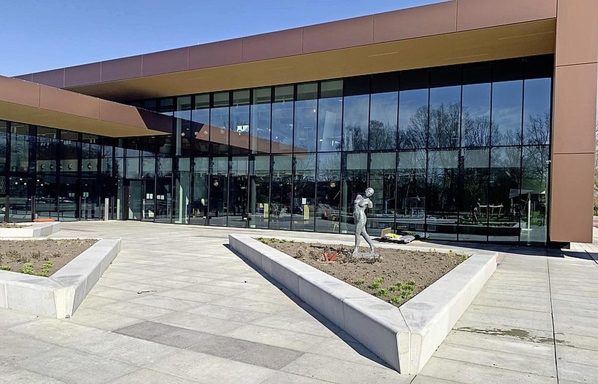 Een coronaprik halen kan binnenkort ook in Eemnes; de GGD Utrecht opent een nieuwe locatie in het Huis van Eemnes