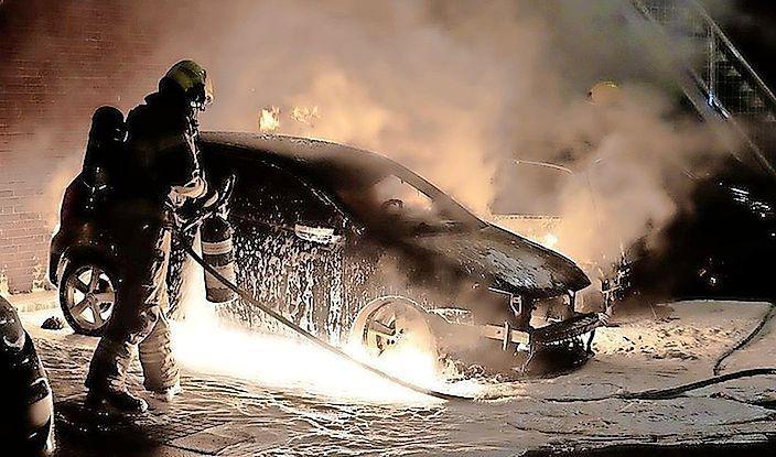 Ook na vier autobranden in dezelfde nacht in Julianadorp ziet politie geen verband met eerdere autobranden. 'Ervaring leert dat het vaak om relationele conflicten gaat'