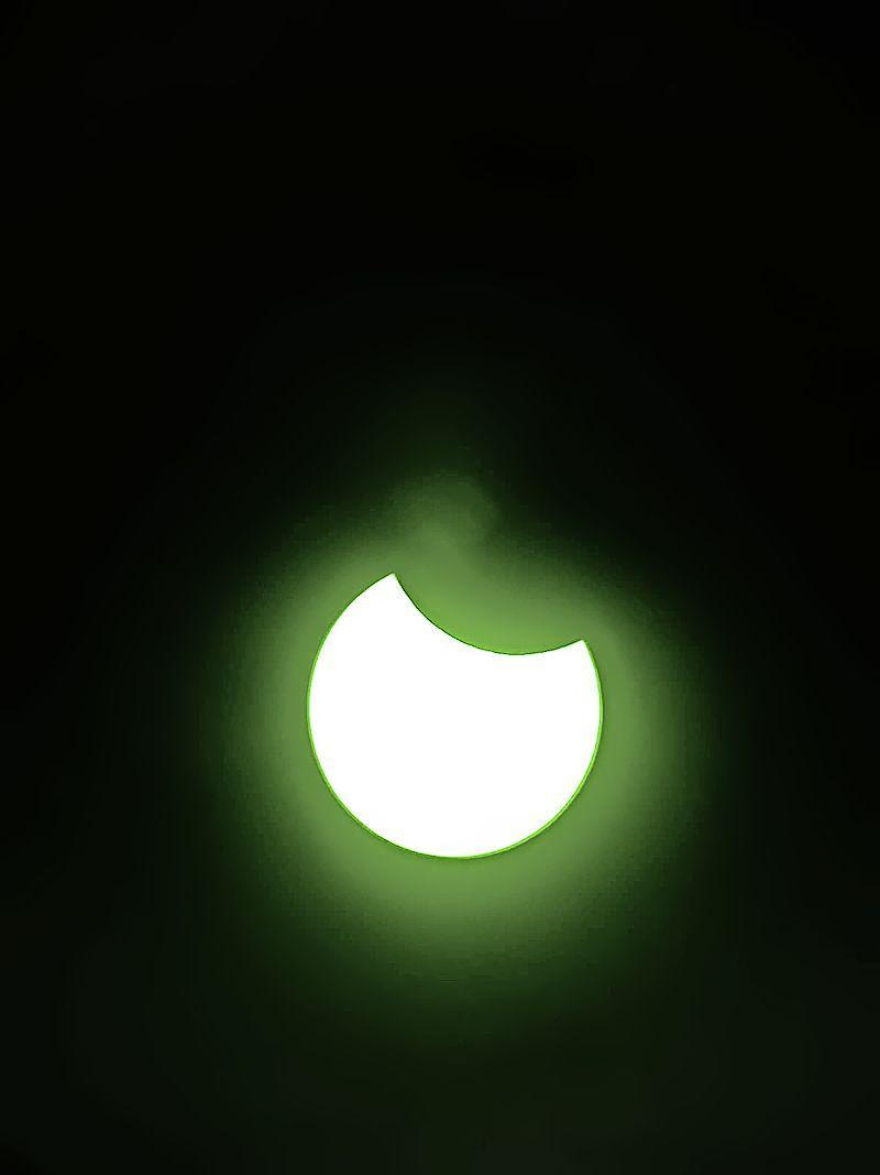 Zonsverduistering komt als een geschenk uit de hemel. Geslaagd? 'Die zonsverduistering is pas geslaagd.' Sterrenwacht trakteert campinggasten op éclipsbrilletjes