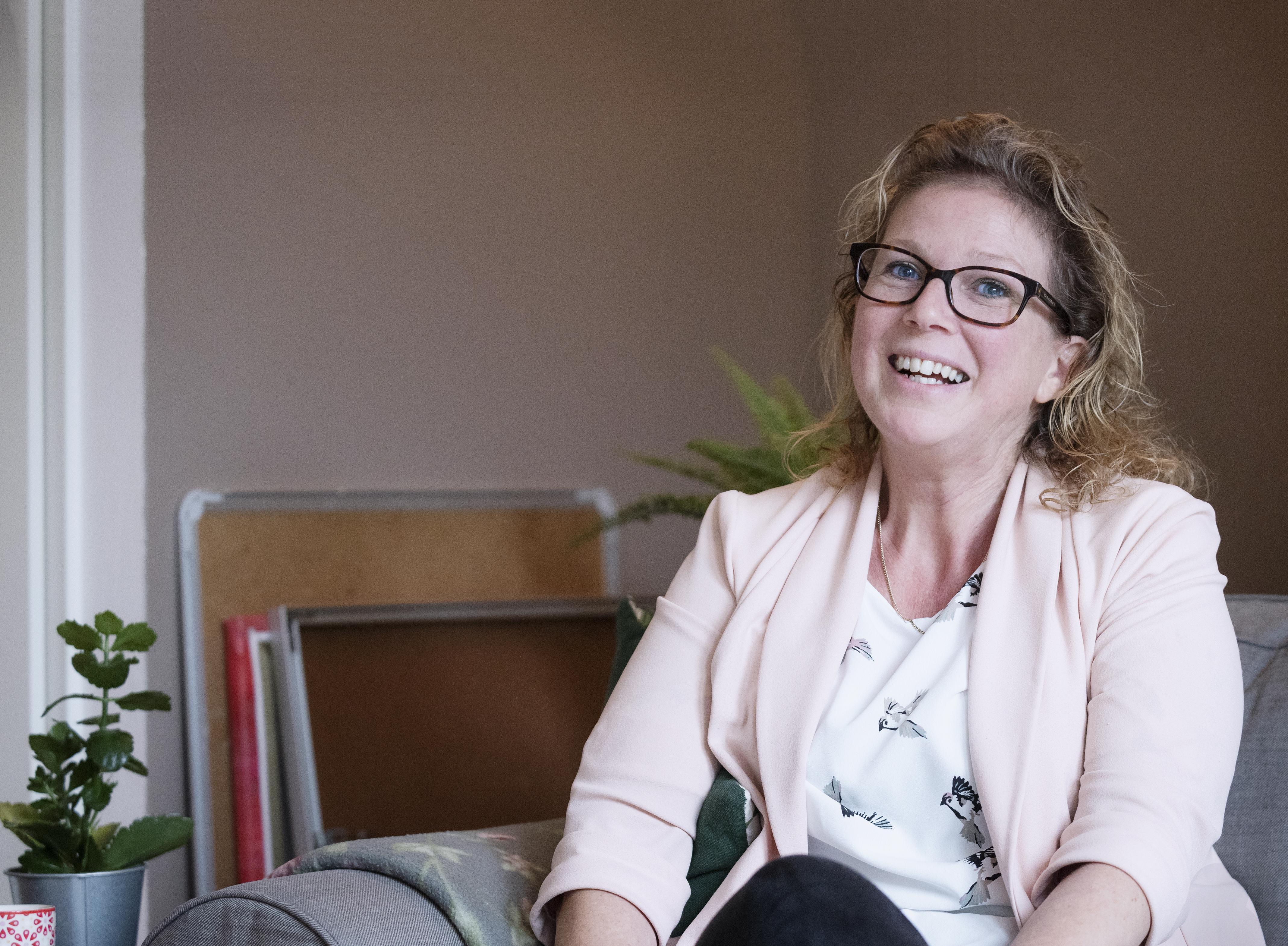 Zwangere Eveline overwon leukemie door stamceltransplantatie. Mauk is nu vijftien. 'Mijn zoon is een cadeau. Het is een wonder dat hij het overleefd heeft'