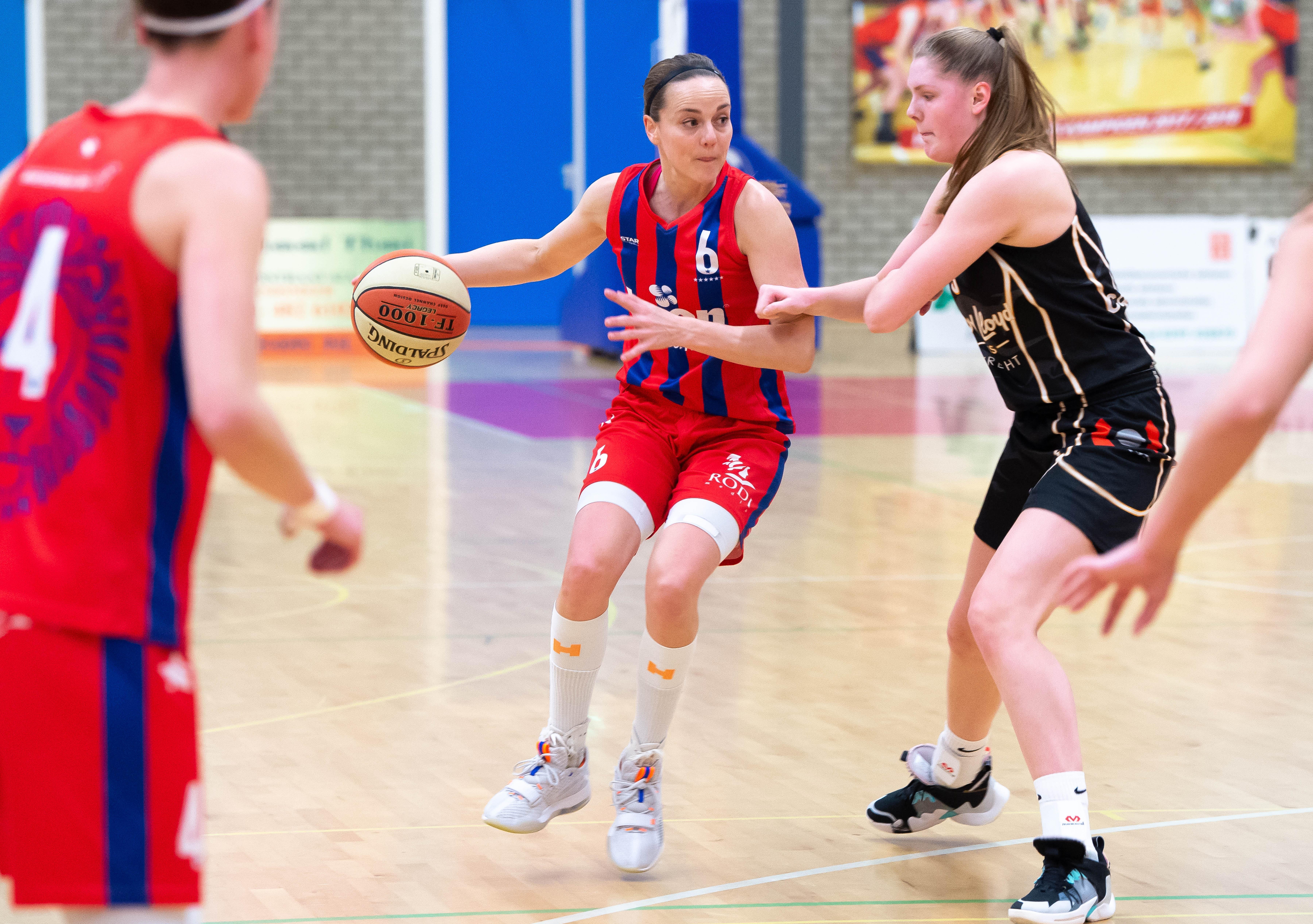 'Ik kook nu ineens elke dag'; Lions-basketbalster Tanya Bröring probeert fit te blijven en heeft ook tijd voor andere dingen