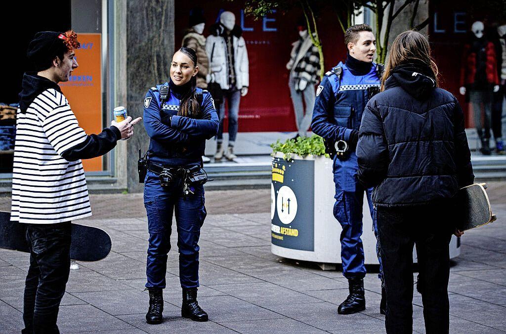 Ruim vierhonderd coronaboetes opgelegd in de IJmond: boa's lijken inwoners en bezoekers die covid 19-regels negeren niet overal even streng aan te pakken