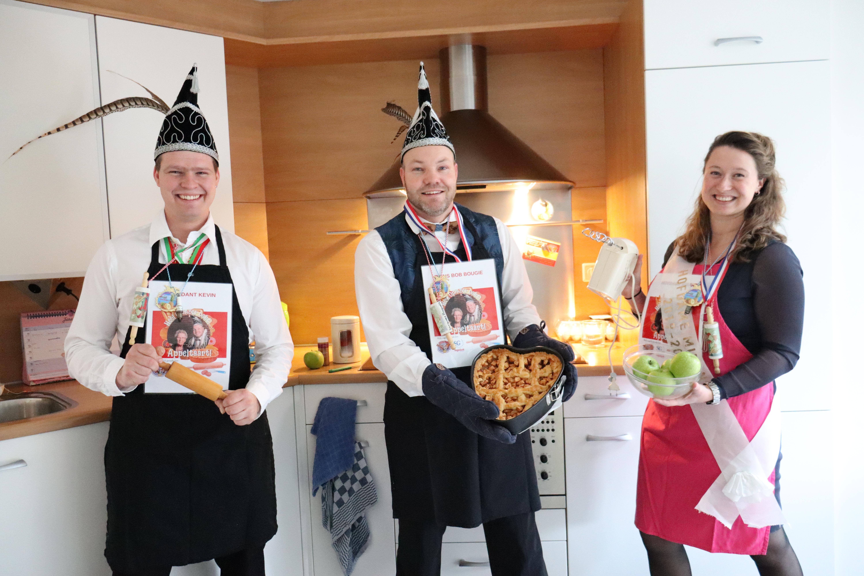 'Lekker is maar ene vinger lang'. Carnavalsclub De Deurdarsers bakt appeltaarten voor zieken en bejaarden