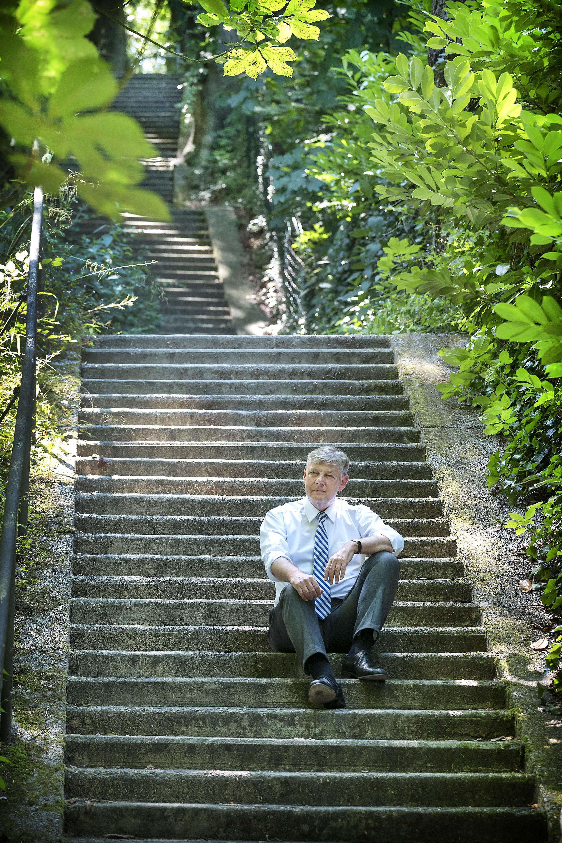 Bloemendaalse raad vindt burgemeester Roest integer