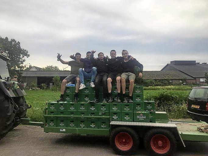 'Grootverbruikers' slaan op de valreep hun slag: 174 kratten bier voor de zuipkeet. 'Het scheelde toch zo'n 600 euro'