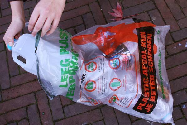 RMN weigert afval in zakken plastic heroes