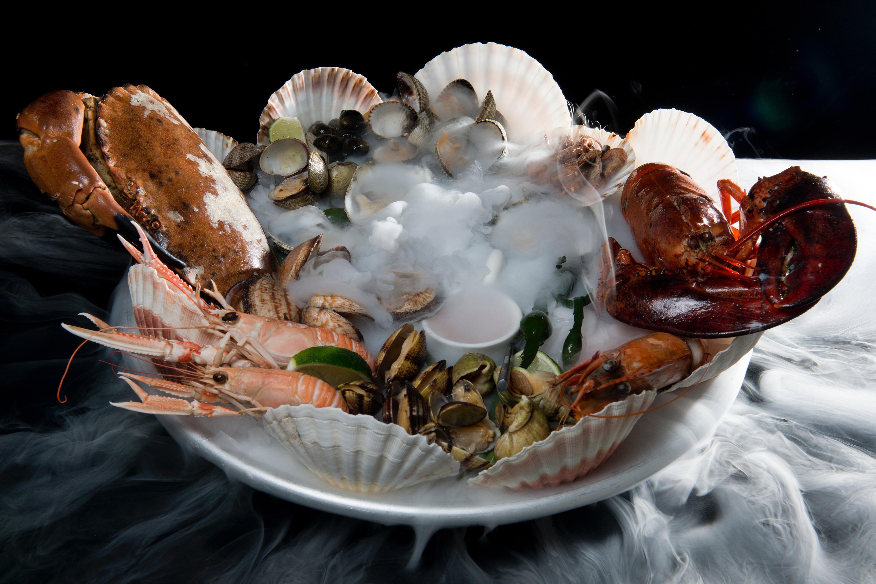 Wat heeft visrestaurant 't Pakhuus in Oudeschild op het menu staan? 'Zondag is het sushidag'