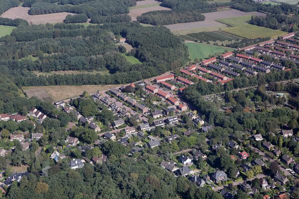 Van boven: opgroeien in doorzonwoning op grens van Huizen en Naarden