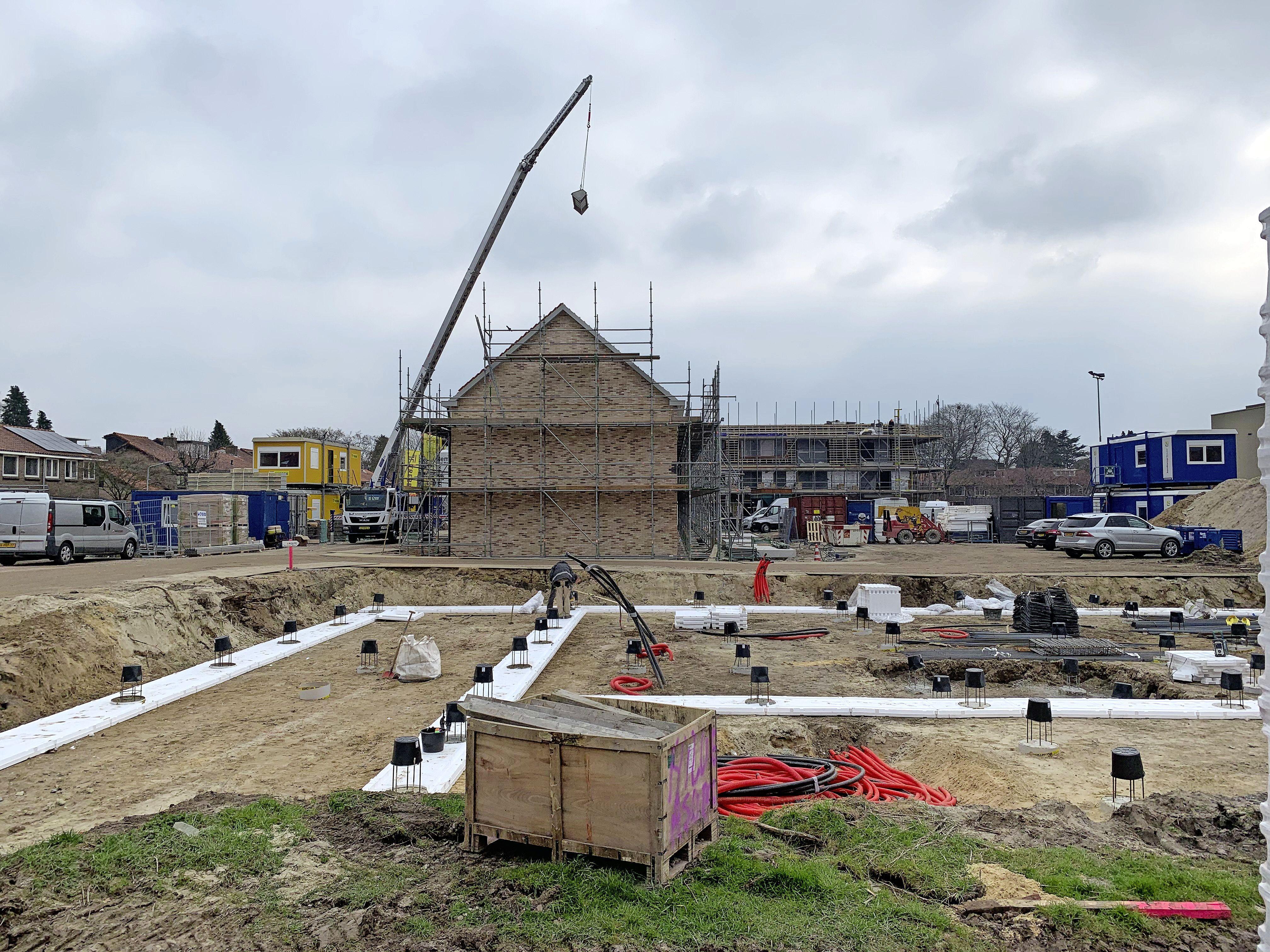 In Hilversum-Noord verrijzen 62 appartementen en negen eengezinswoningen. Allemaal sociale huur