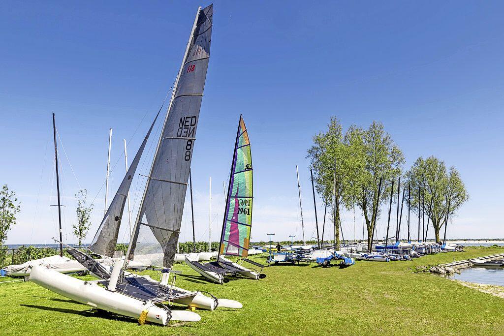 Burgemeester Medemblik ziet Regatta als voorzichtige heropening toeristenseizoen. 'Hopelijk komen de cruiseschepen nu ook deze kant op'