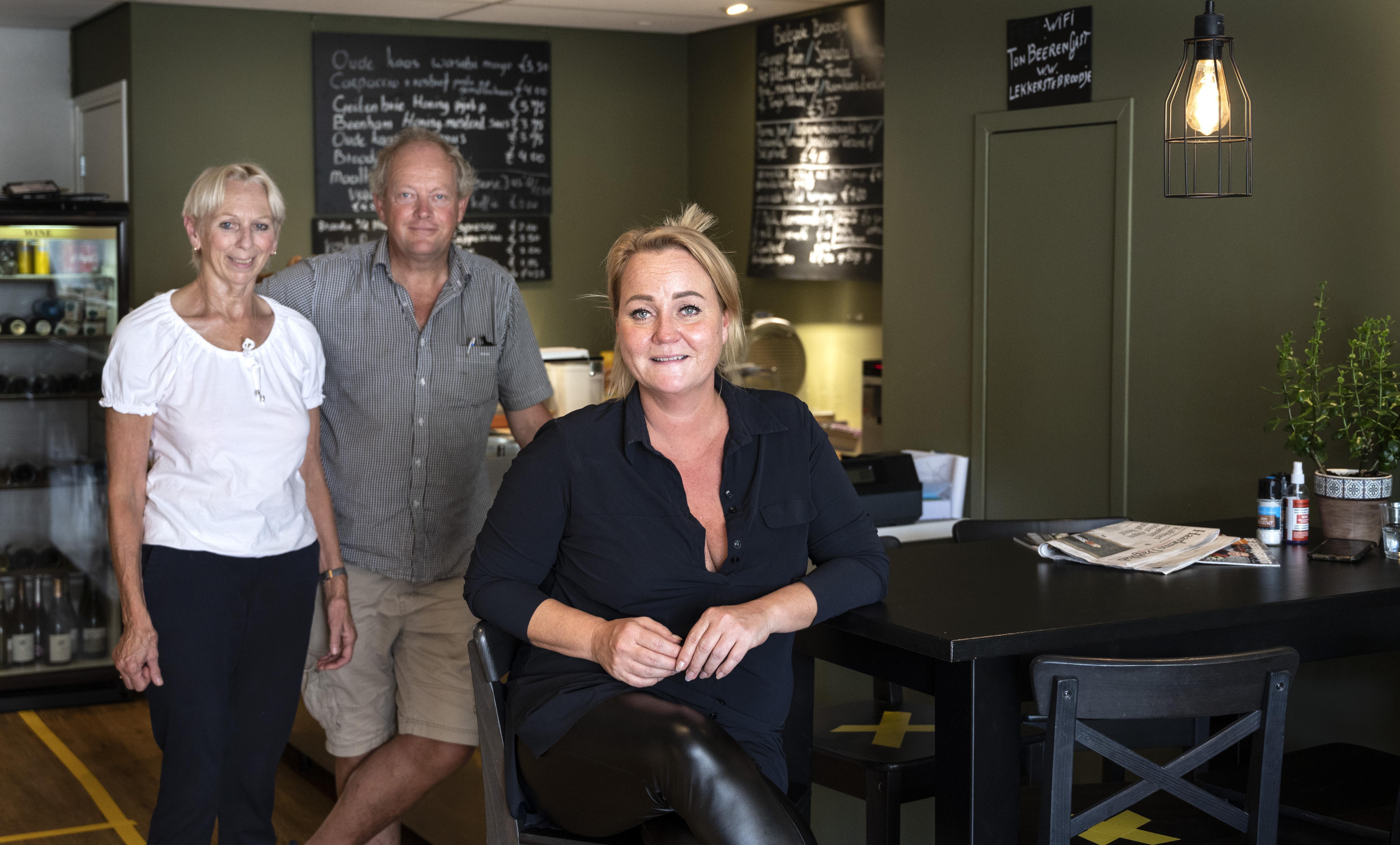 Ton Beeren vindt ideale opvolger voor broodjeszaak en catering aan de Wagenweg in Haarlem. 'Er zit toch 30 jaar van je leven in'