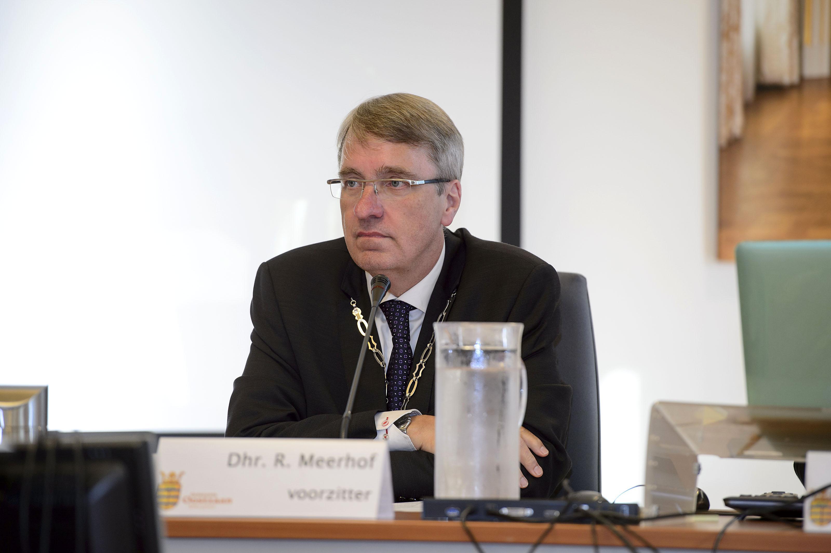 Burgemeester Rob Meerhof van Oostzaan besmet met coronavirus; hij is niet ziek maar werkt vanuit huis