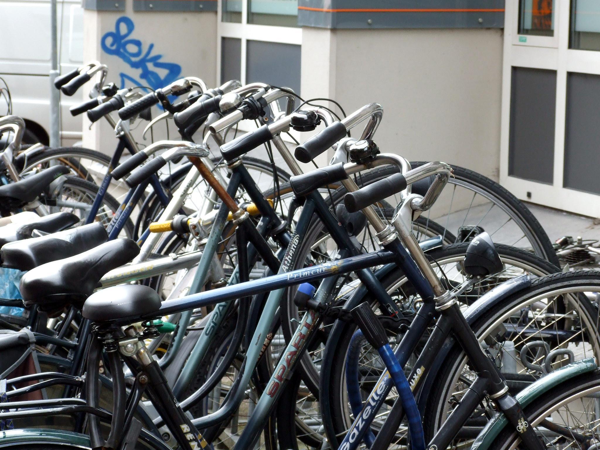 Cortina-fietsen in IJmuiden massaal verdwenen. Politie arresteert 53-jarige man
