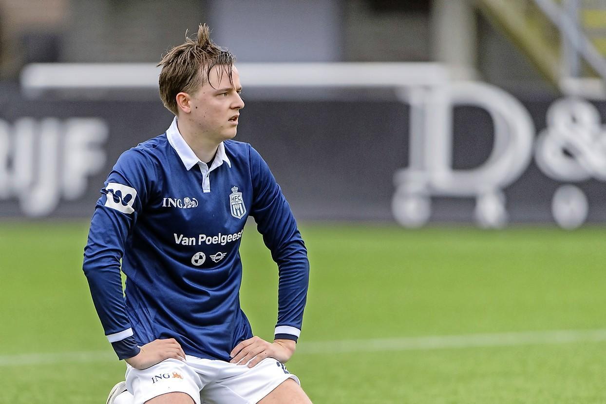Hilversummer en oud-Victoriaan Louk Dekkers (22) is het bankzitten bij Koninklijke HFC zat en vertrekt naar Amsterdamse hoofdklasser Swift: 'Erg zwaar als voetballen je passie is en je op zaterdag niet mee mag doen'