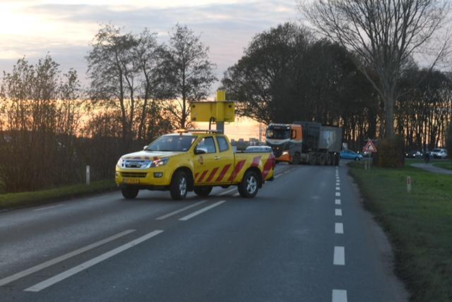 Camper vliegt in brand tijdens rijden op N446 bij Hoogmade