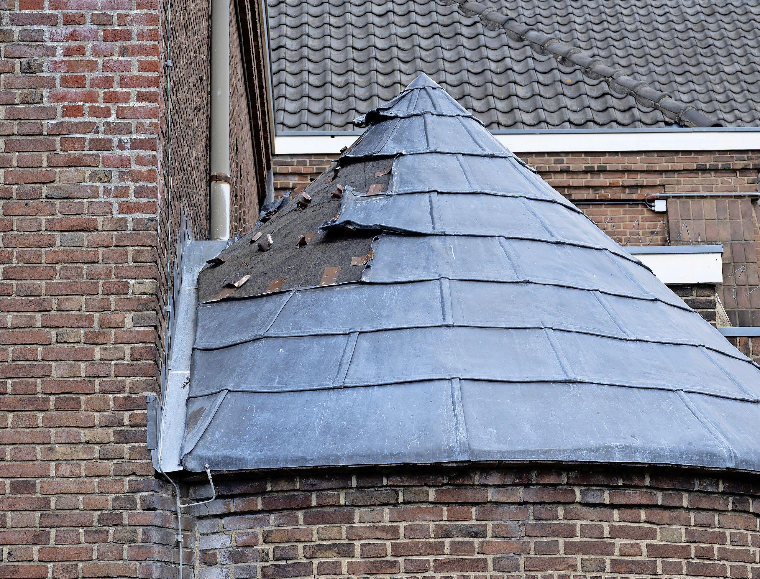 Lood gestolen van kerk in Heemstede: 'Volstrekt idioot. Zij verpatsen het voor een paar tientjes en ons kost het duizenden euro's'