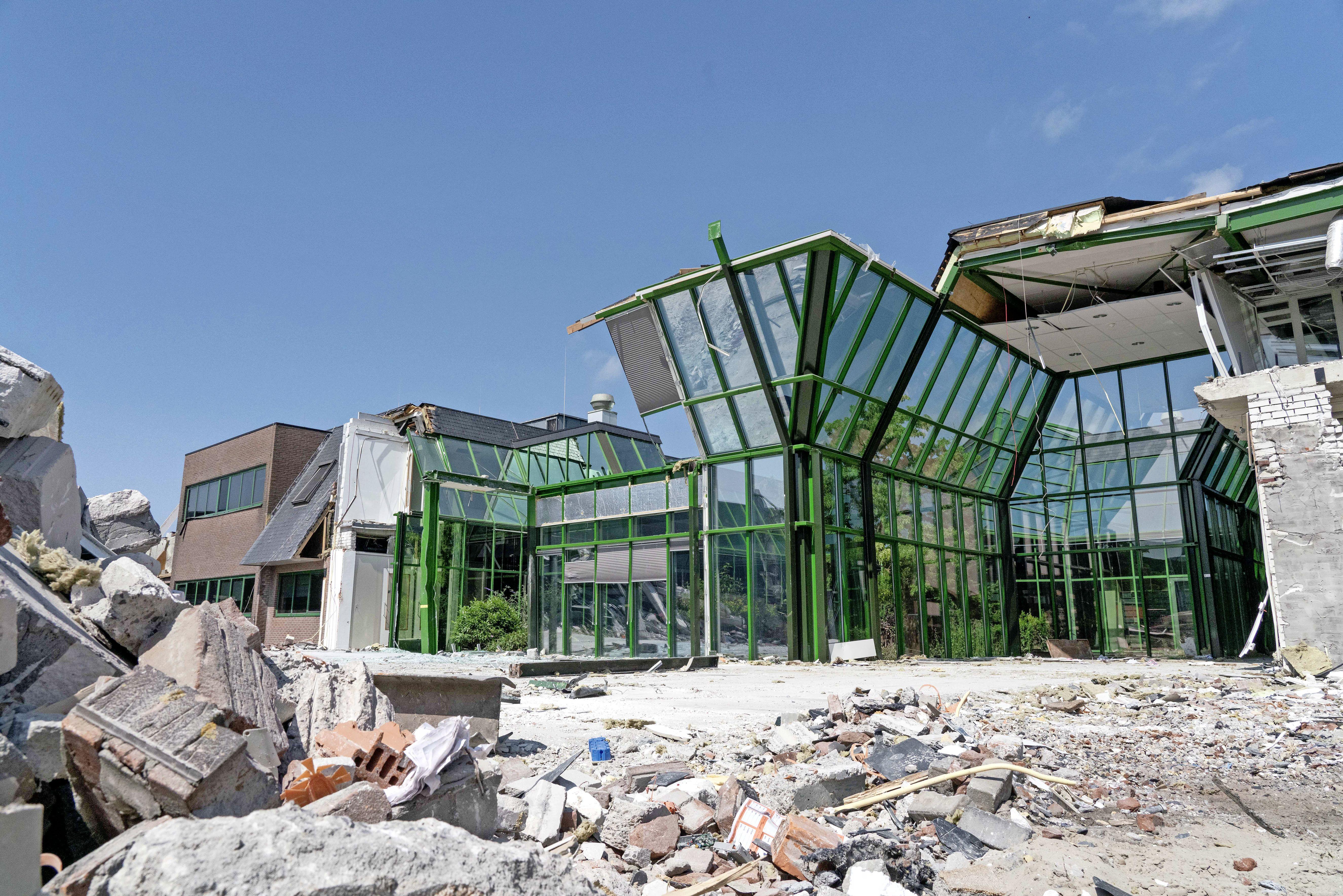 Sloopmachines draaien op volle toeren bij Bejo; kantoor in Warmenhuizen over twee weken helemaal plat. Nieuwbouw in september 2023 klaar, kantoorpersoneel tot dan in Broek op Langedijk