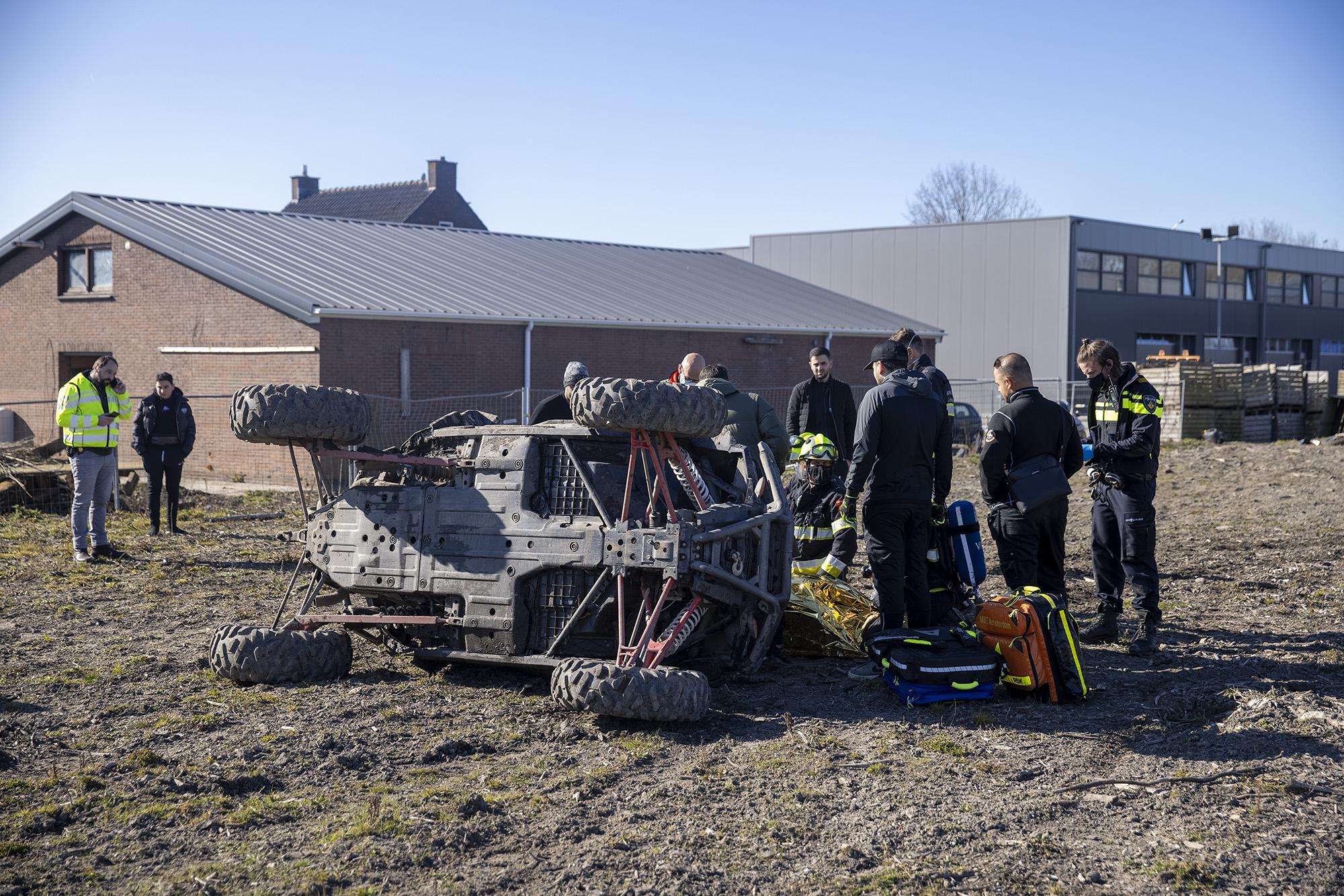 Man gewond bij ongeval met buggy in weiland naast N205 in Vijfhuizen