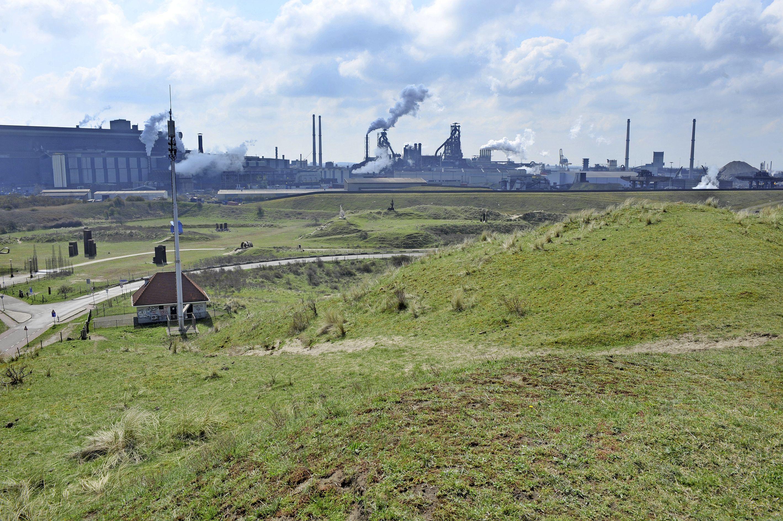 Is kunstduin vol met staalslak nieuwe natuur of afvaldumping? Tata Steel ziet het als invulling van plicht tot compensatie