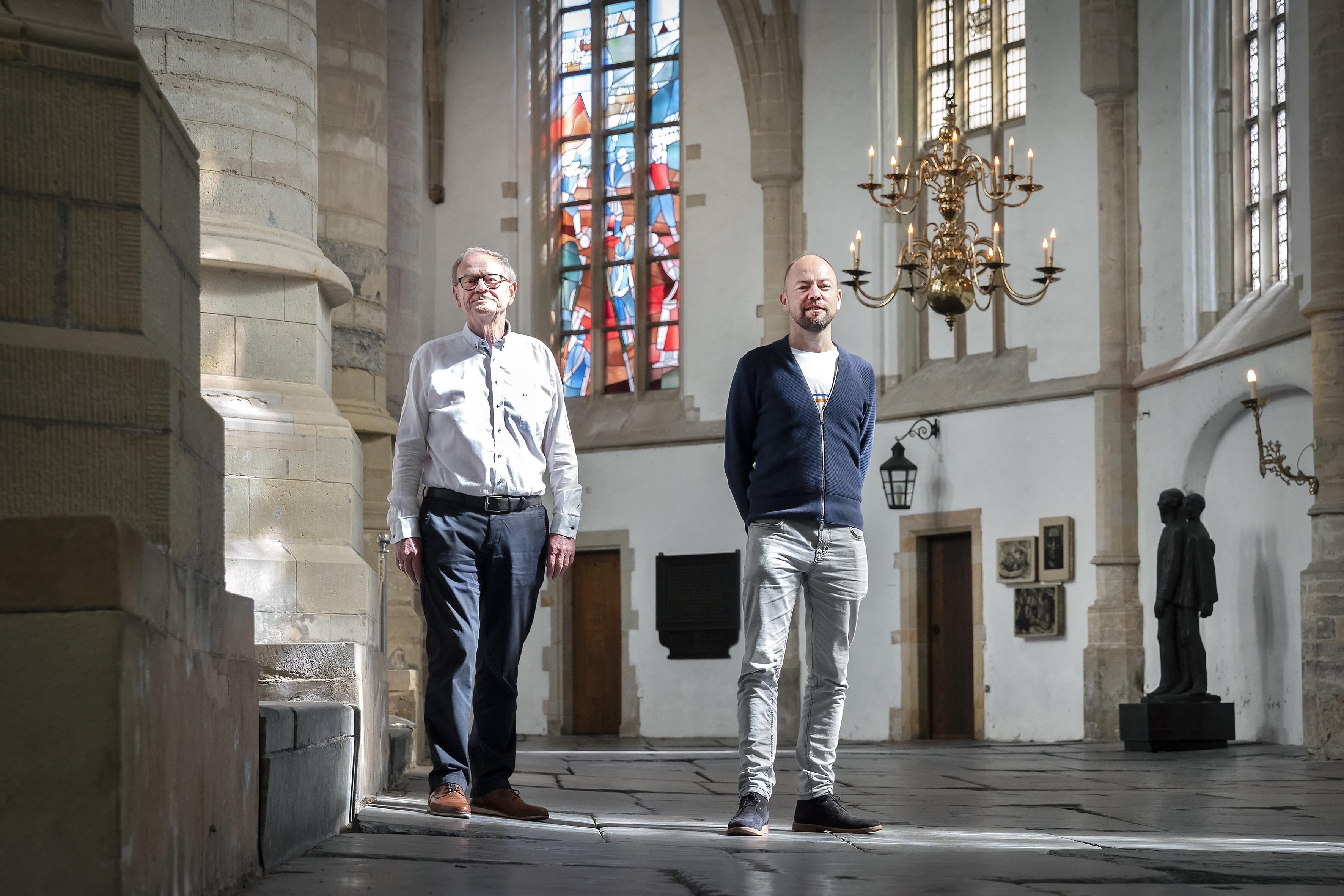Een spannend spel van licht en donker voltrekt zich in en rondom de Grote Kerk in Haarlem
