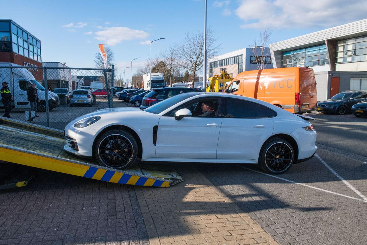 Politie neemt peperdure auto's in beslag bij meerdere invallen in gemeente Haarlemmermeer