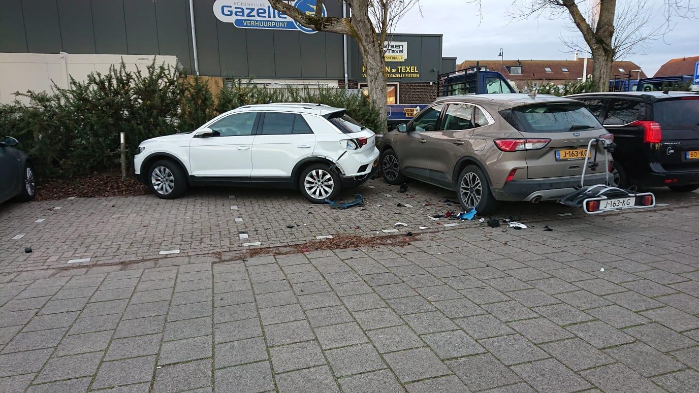 5 auto's beschadigd op parkeerplaats Texel na botsing