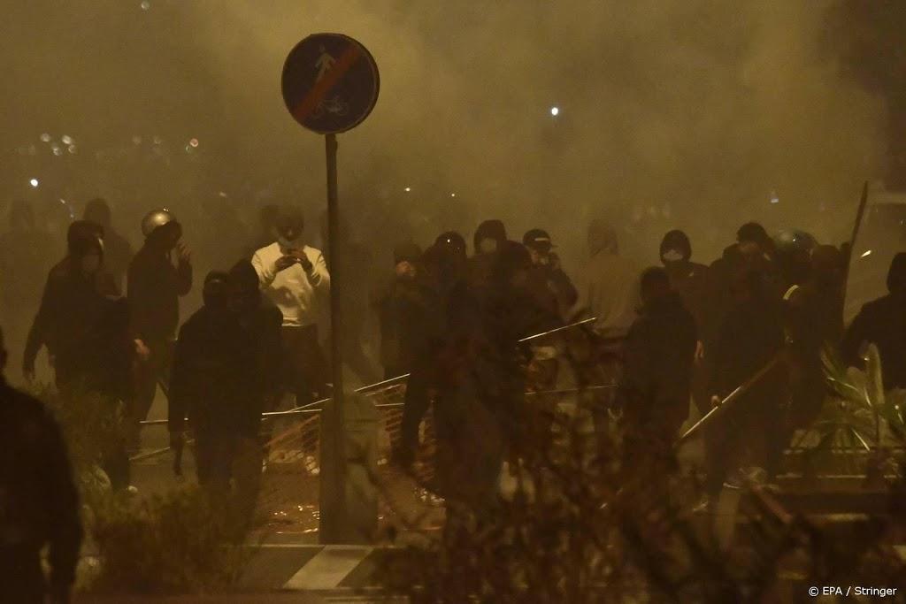 Demonstranten botsen met politie in Napels om coronamaatregelen