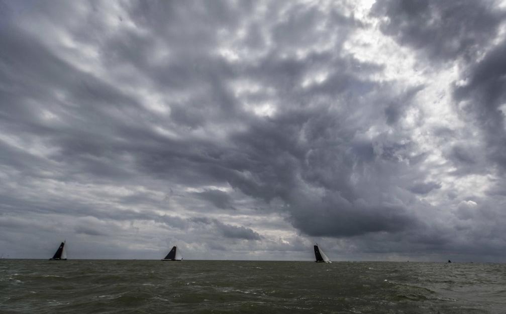 Twee vrouwen zwemmen IJsselmeer over in tocht van 22 kilometer