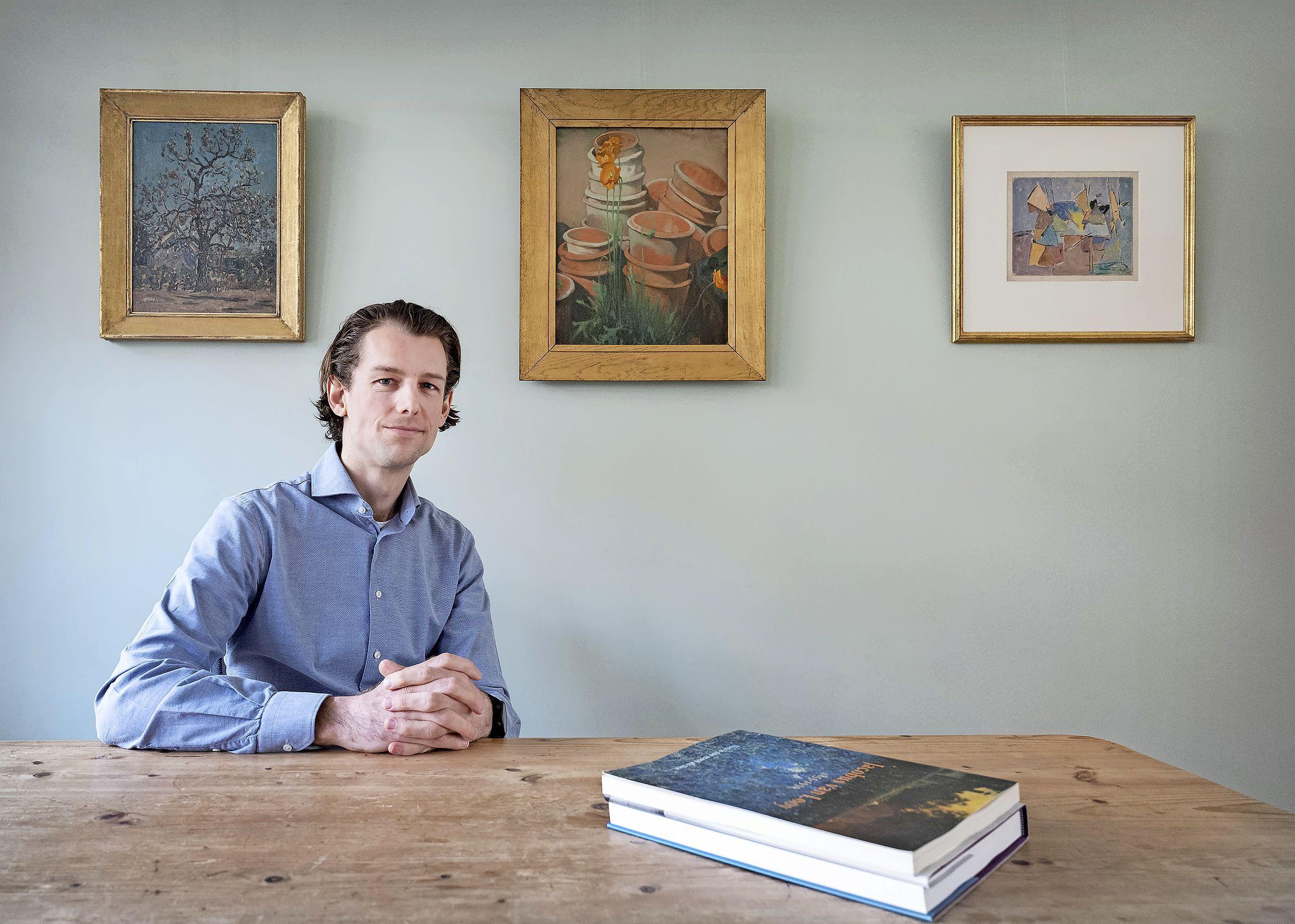 Bij kunsthandelaar Floris hangen de schilderijen thuis aan de muur. 'Ik bouw dit vanuit passie op, daar hoort gesjoemel niet bij'
