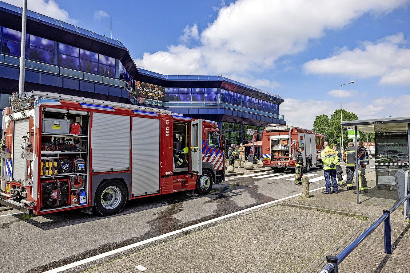 Brugrestaurant bij Hoofddorp ontruimd vanwege kleine brand. Zwarte rookwolken gespot vanaf de A4