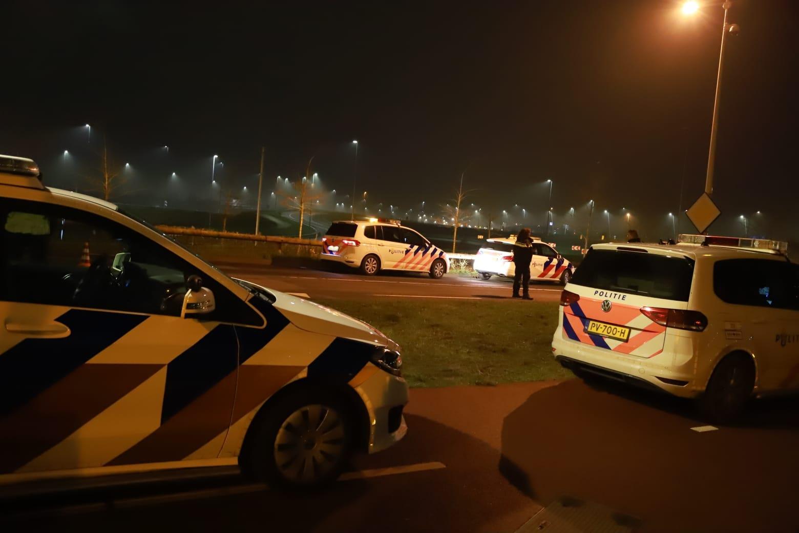 Politie rijdt scooter klem met drie opzittenden na achtervolging vanaf Muiden