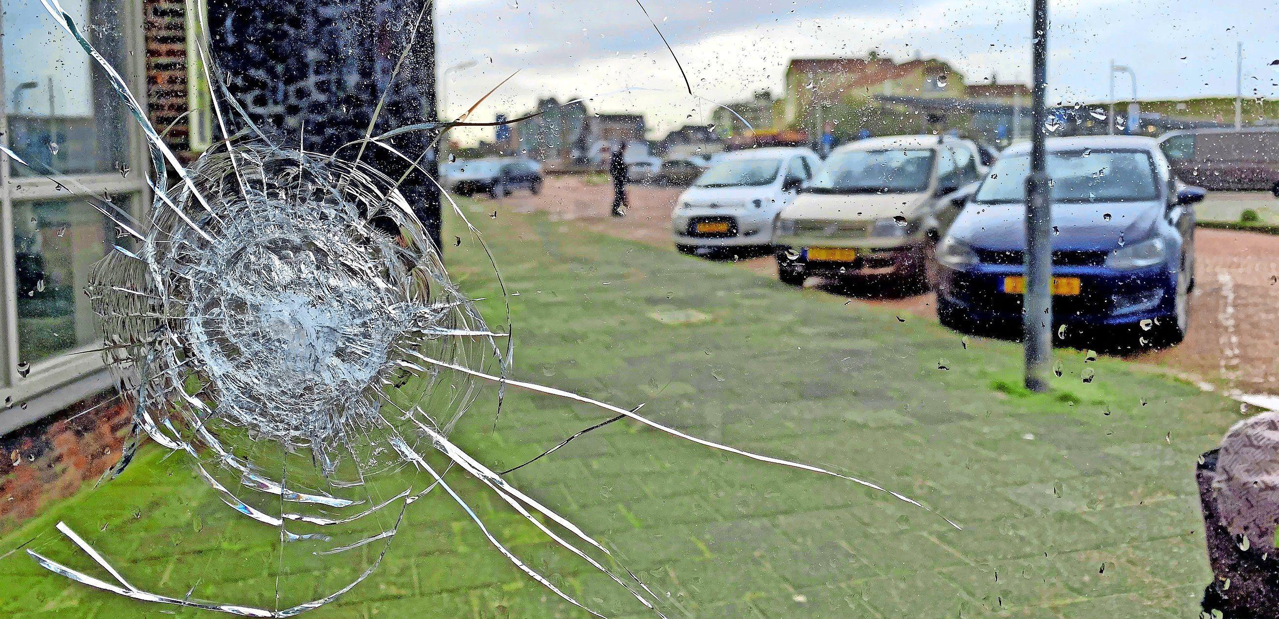 De zes Colombianen die betrokken zouden zijn bij de dodelijke schietpartij in Bergen aan Zee blijven vastzitten