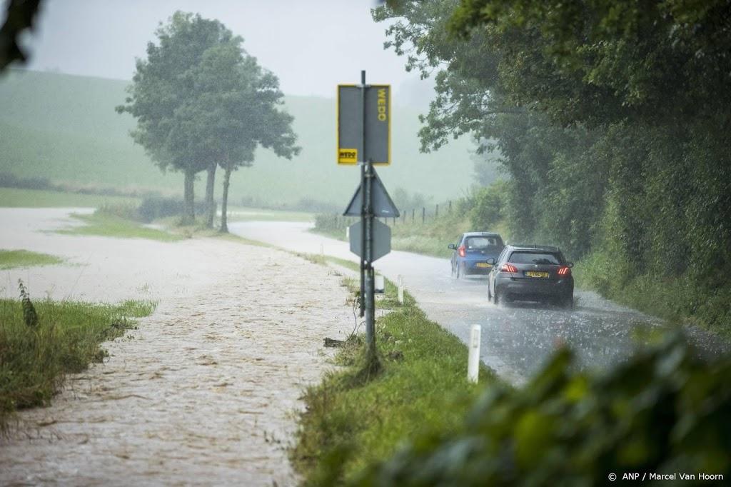 A76 bij Simpelveld (Limburg) dicht wegens water op de weg