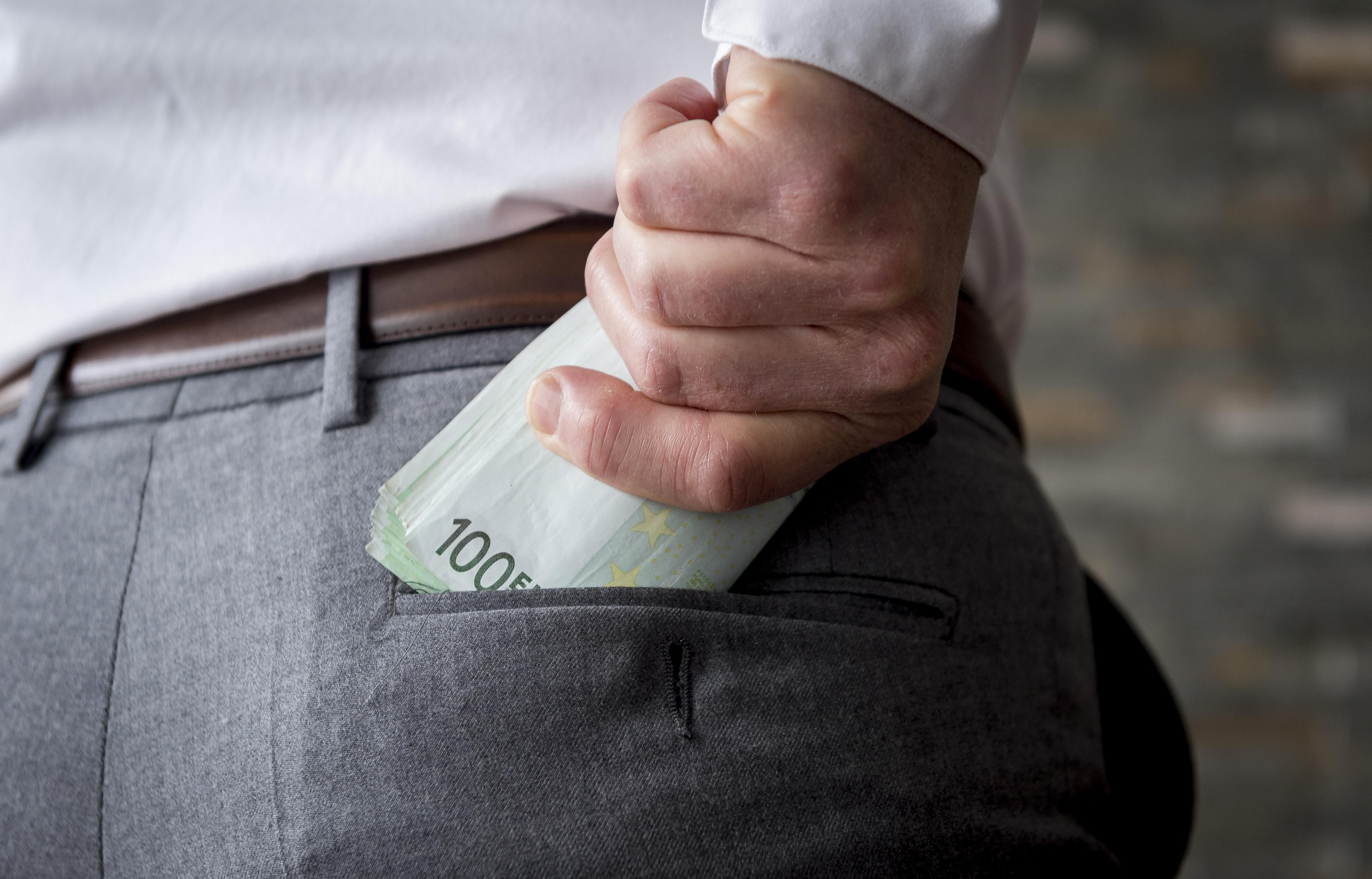 Proces van drie dagen tegen politiebaas die werd omgekocht door ondernemer uit Leimuiden