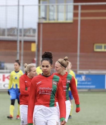 Vizier op topklasse bij 'vrouwending' DSS; Geneviève Maartens was lekker op dreef bij Haarlemse voetbalsters