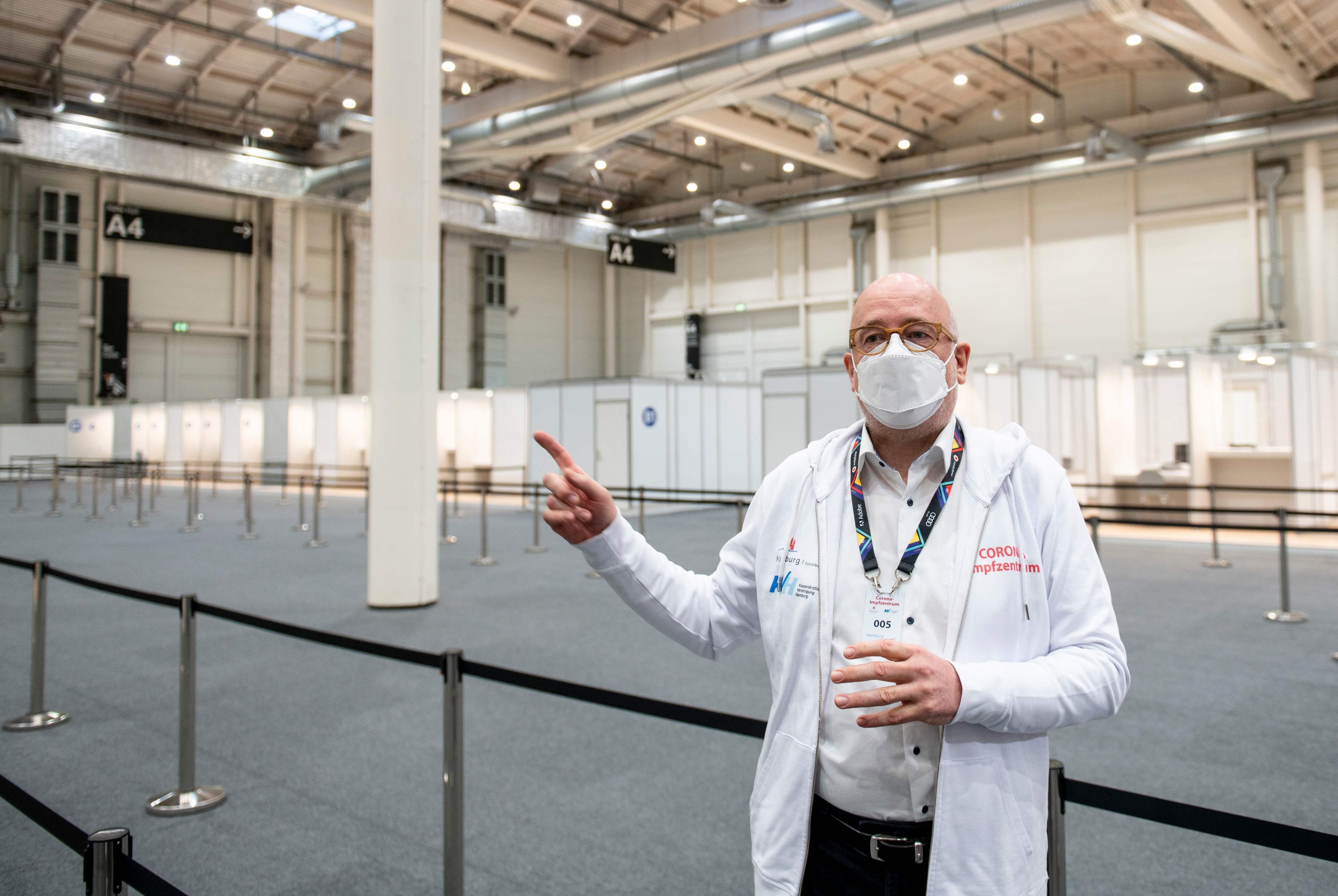 Zorgen over uitblijven vaccinatieplannen. Hoe gaat GGD Zaanstreek-Waterland dit opzetten? 'Als we het net als in Duitsland doen, duurt het drie jaar voordat iedereen aan de beurt is geweest'