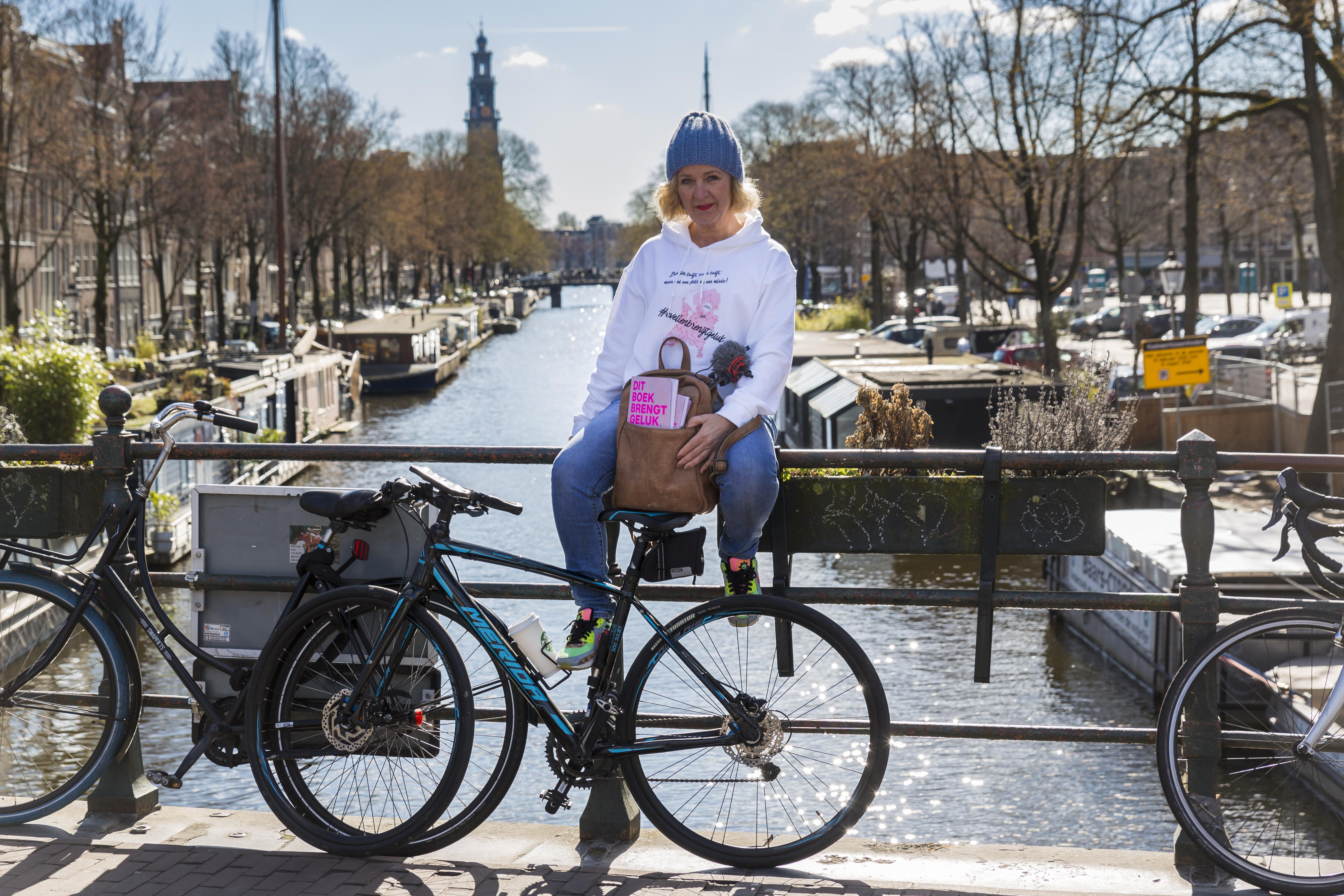 Ex-kankerpatiënt fietst voor inloophuizen: 'Borsten en baan kwijt maar ik leef!'