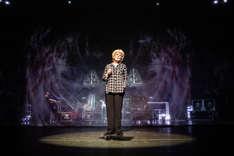 Ook in de IJmond dromen theaters de lege zalen weer vol. 'We willen mensen een mooi aanbod geven dat ze ontroert of blij maakt', zegt Jacob Bron van de Stadsschouwburg Velsen