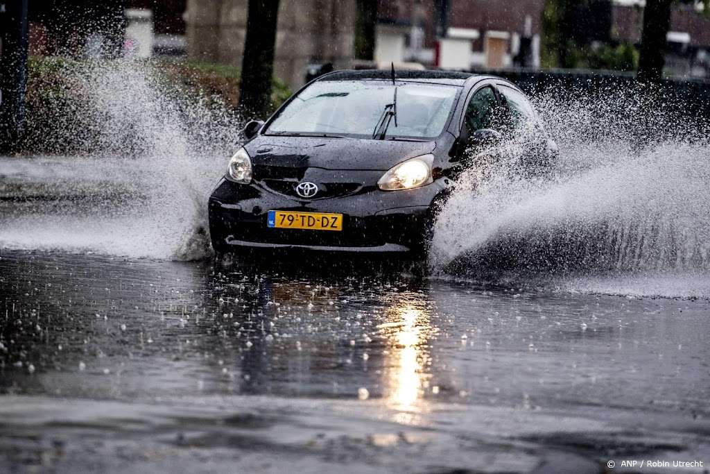 Wateroverlast door stortbuien in noordoosten Friesland