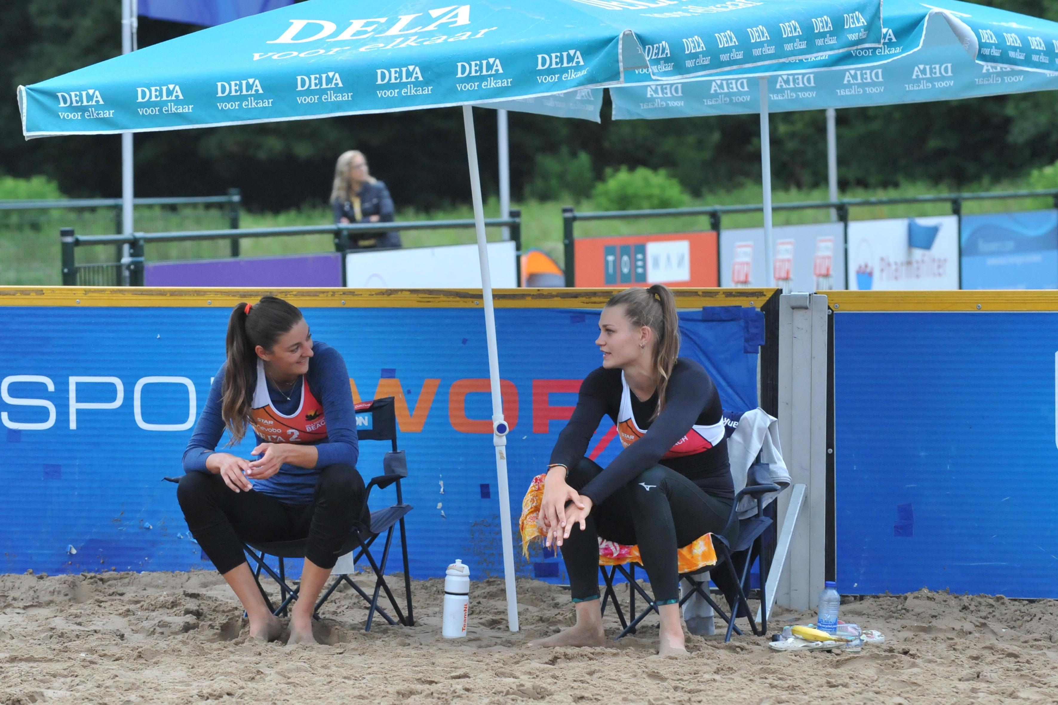 Anne Buijs zet pijn van mislopen Olympische Spelen even van zich af tijdens ontspannen potje beachvolleybal