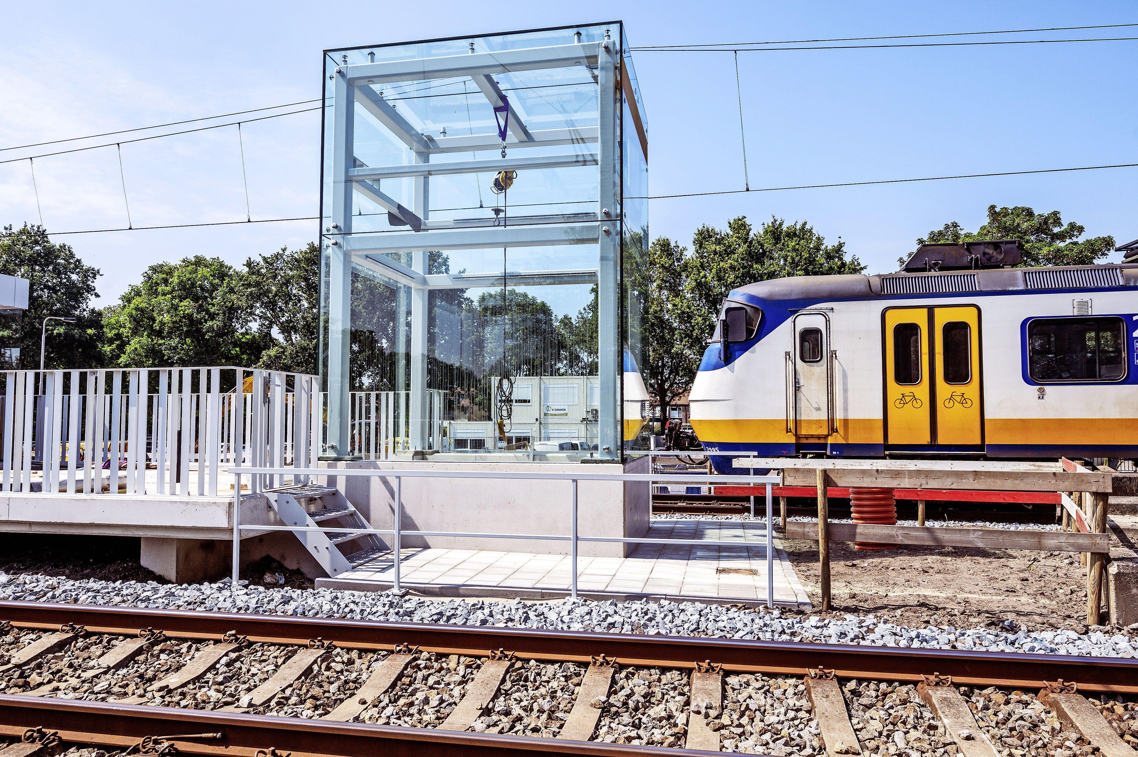 Werkzaamheden NS-station Driehuis liggen op schema; eerste liftschacht is geplaatst