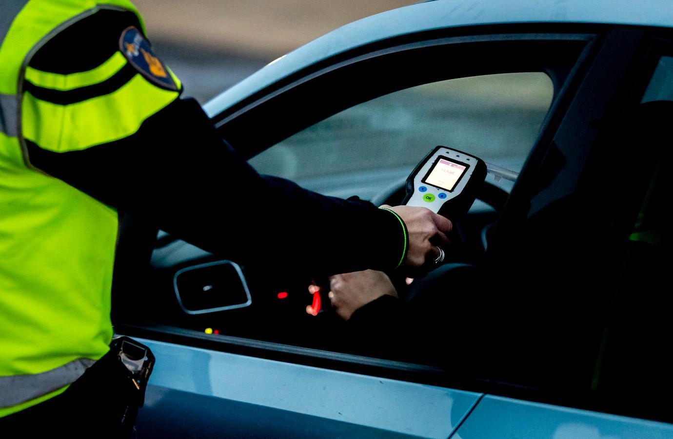 Agressieve man (36) aangehouden voor rijden onder invloed in Westzaan